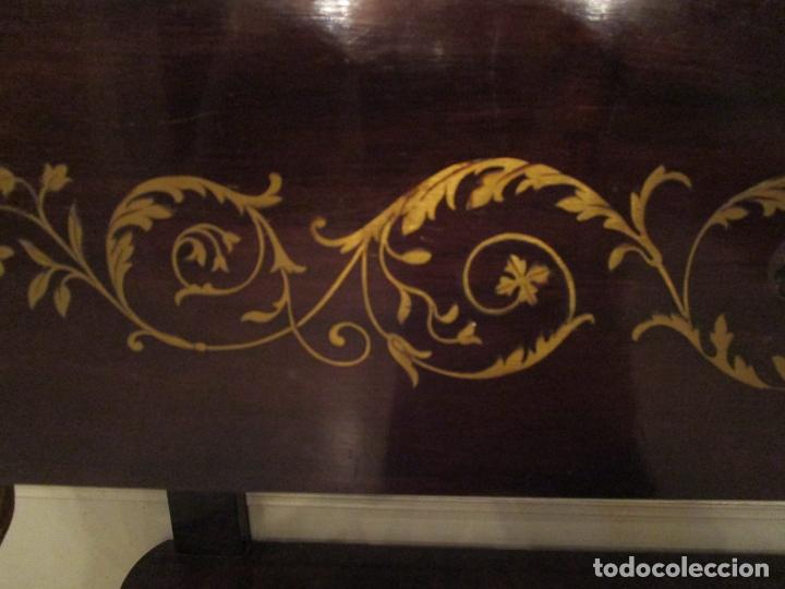 Antigüedades: Preciosa Consola Isabelina - Madera Tallada y Dorada en Pan de Oro - Marquetería en Latón - S. XIX - Foto 15 - 177980210