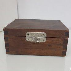 Antigüedades: CAJA DE MADERA CON CIERRE METÁLICO DE 12 X 10 X 5 CM. Lote 178029690
