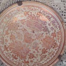Antigüedades: PLATO EN CERAMICA DE MANISES DE SIGLO XVII-XVII,REFLEJO METALICO BUEN TAMAÑO 38CM. Lote 178031378
