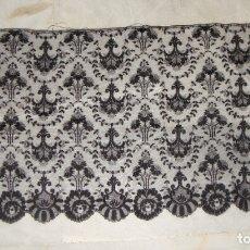 Antigüedades: BONITA MANTILLA ESPAÑOLA ANTIGUA (115 CM X 57 CM). Lote 178049244