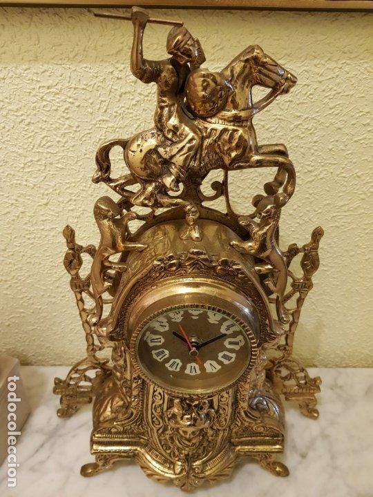 RELOJ DE BRONCE Y DOS CANDELABROS A JUEGO (Antigüedades - Iluminación - Candelabros Antiguos)