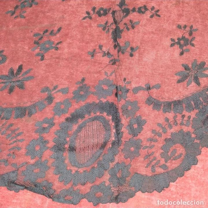 Antigüedades: MANTILLA. ENCAJE BORDADO A LA AGUJA. ESPAÑA. SIGLO XIX-XX - Foto 8 - 178126890