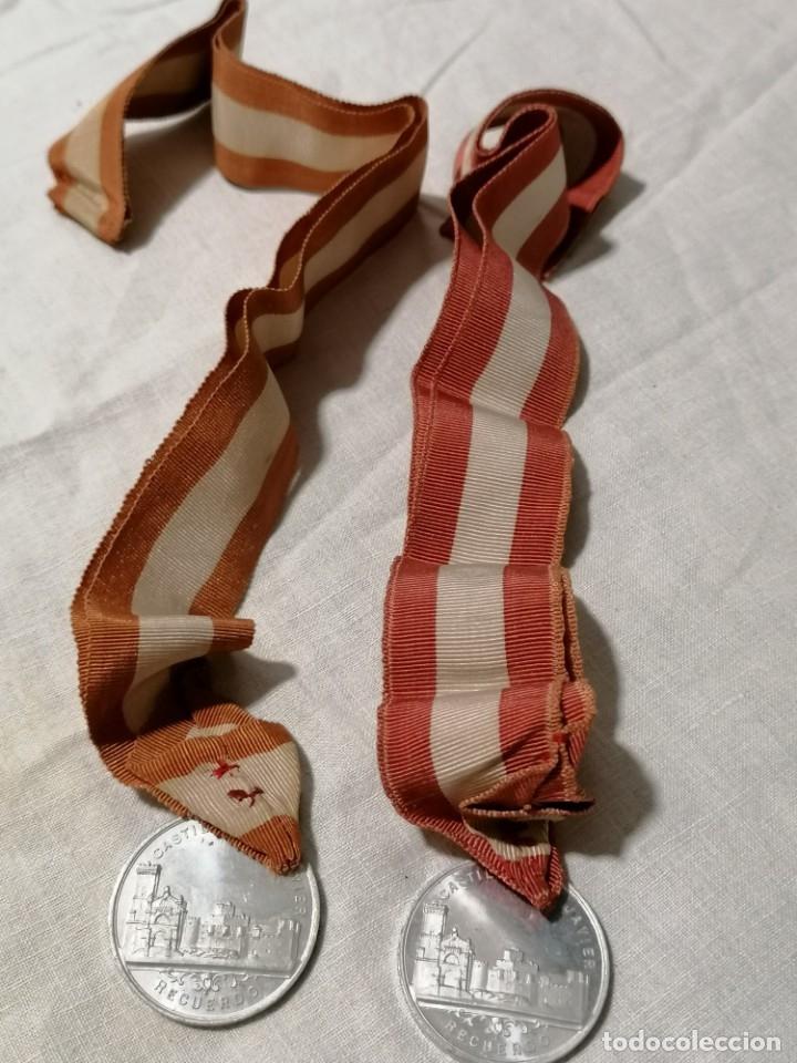 Antigüedades: Lote de dos Antiguos escapularios con medallas de S. Francisco Xavieri - Foto 2 - 178155539