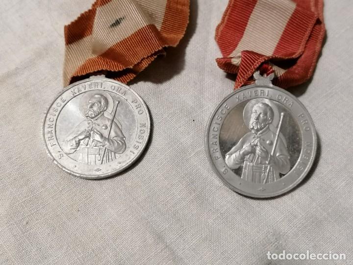 Antigüedades: Lote de dos Antiguos escapularios con medallas de S. Francisco Xavieri - Foto 4 - 178155539