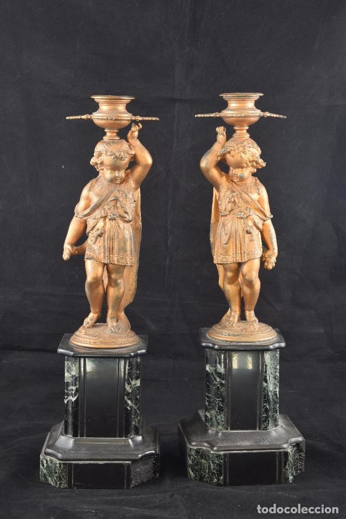 Antigüedades: Pareja de candeleros. Calamina, mármol. Francia, siglo XIX. - Foto 2 - 178177683