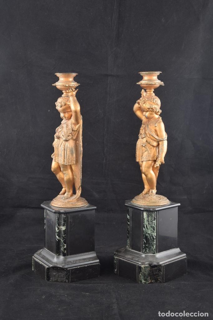 Antigüedades: Pareja de candeleros. Calamina, mármol. Francia, siglo XIX. - Foto 3 - 178177683