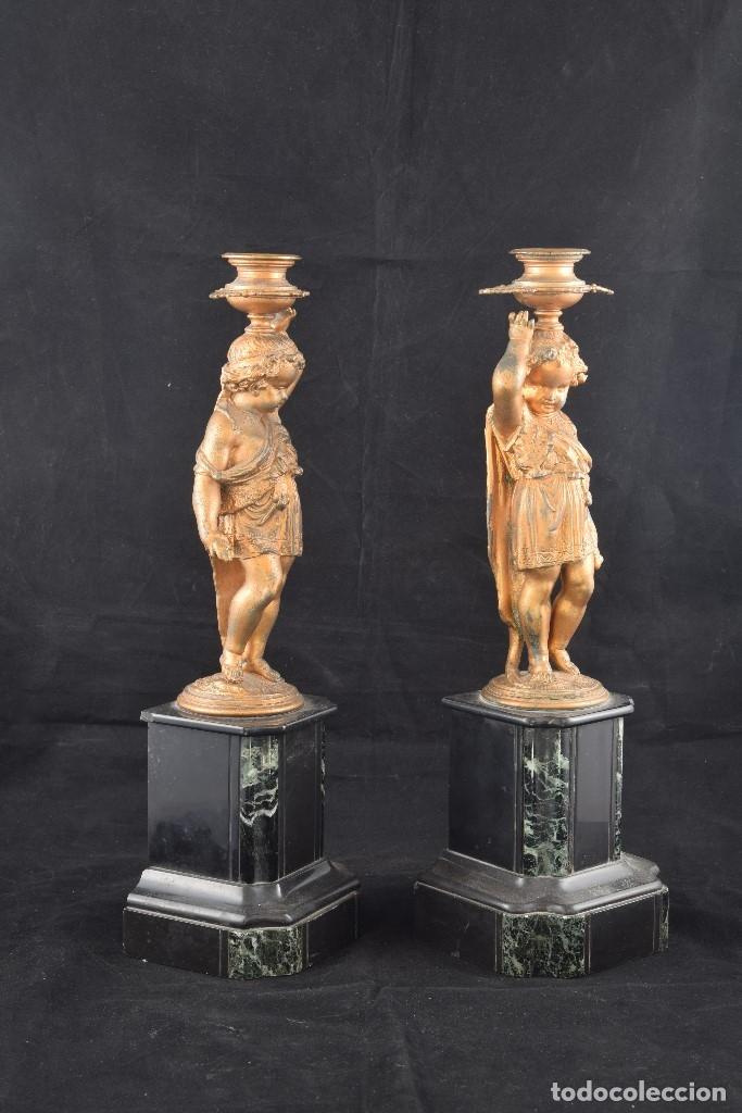 Antigüedades: Pareja de candeleros. Calamina, mármol. Francia, siglo XIX. - Foto 4 - 178177683