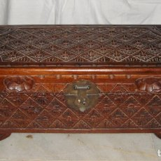 Antigüedades: ARCÓN O BAÚL DE MADERA TALLADA. S.XX. Lote 178184072