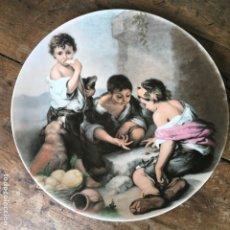 Antigüedades: PLATO DE COLGAR DE LA ROYAL PORCELLAN BAVARIA KPM CON ESCENA DEL PINTOR MURILLO, MIDE 29,5CM. Lote 178202192