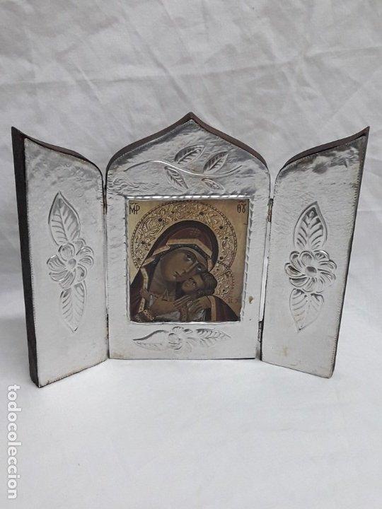 Antigüedades: Bello triptico Icono Virgen Perpetuo Socorro de madera revestida a estaño repujado. - Foto 3 - 216407132
