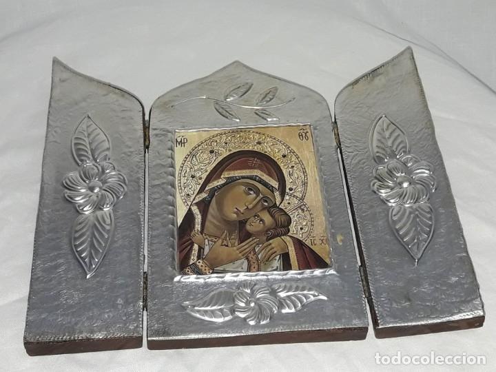 Antigüedades: Bello triptico Icono Virgen Perpetuo Socorro de madera revestida a estaño repujado. - Foto 8 - 216407132