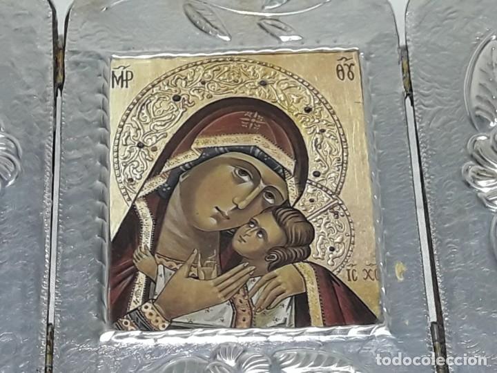 Antigüedades: Bello triptico Icono Virgen Perpetuo Socorro de madera revestida a estaño repujado. - Foto 9 - 216407132