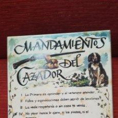 Antigüedades: GRAN AZULEJO DE CERÁMICA, MANDAMIENTOS DEL CAZADOR. Lote 178236765