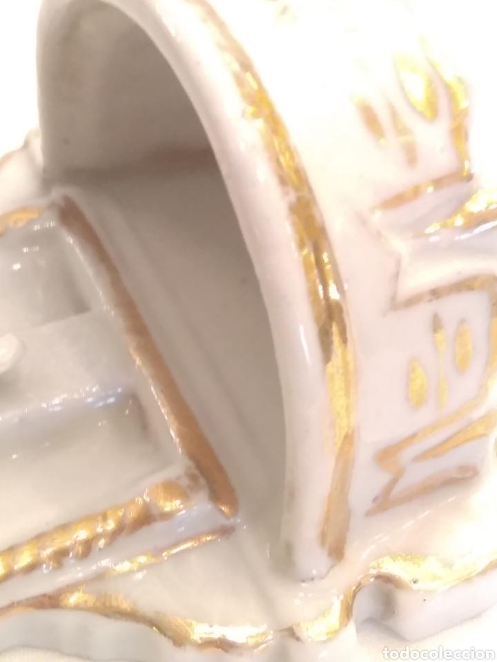 Antigüedades: Pila benditera de porcelana siglo XIX - Foto 3 - 178259255