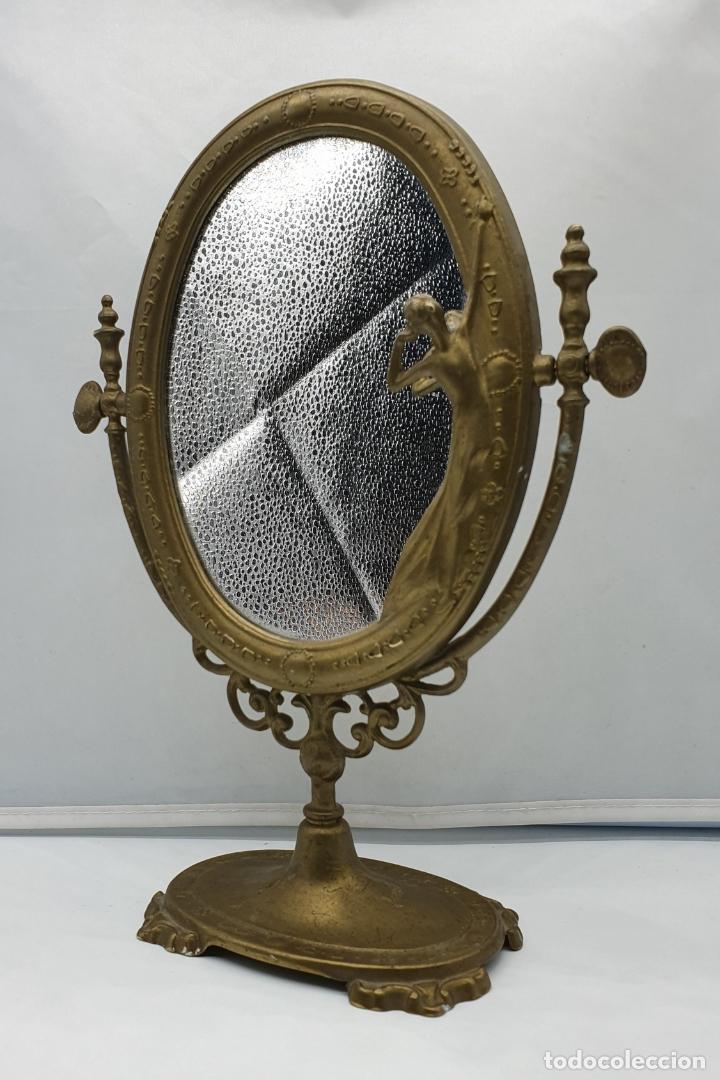 Antigüedades: Bello espejo antiguo de estilo art nouveau en bronce con doncella de época en relieve . - Foto 2 - 178311385