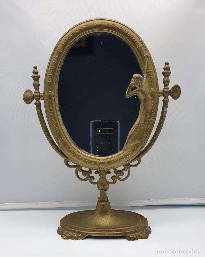 Antigüedades: Bello espejo antiguo de estilo art nouveau en bronce con doncella de época en relieve . - Foto 5 - 178311385