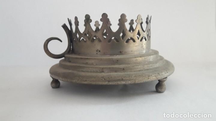 ANTIGUO PORTAVELA METÁLICO (Antigüedades - Hogar y Decoración - Portavelas Antiguas)