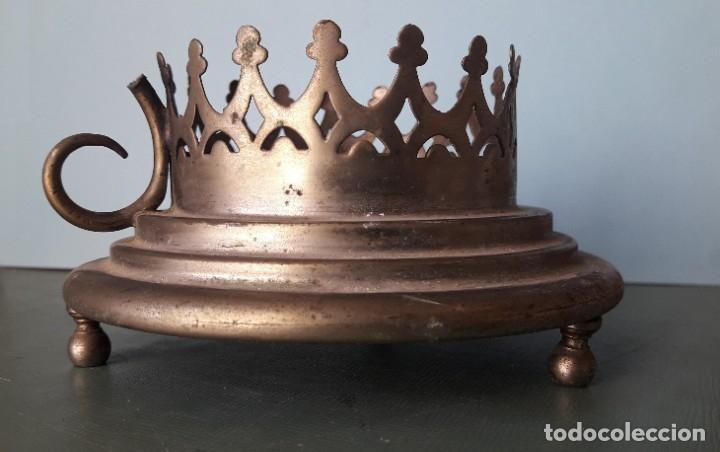 Antigüedades: ANTIGUO PORTAVELA METÁLICO - Foto 2 - 178316143