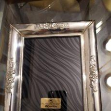 Oggetti Antichi: PORTA FOTO PORTA RETRATOS VINTAGE EN PLATA LEY , 23,5 X 19CM. Lote 178316537