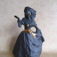Antigüedades: ANTGIUA FIGURA PORCELANA NADAL DAMA 25 CM. Lote 148778846