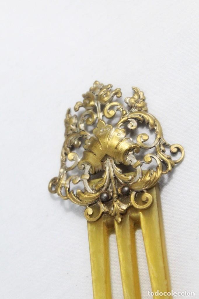Antigüedades: Peineta victoriana s XIX asta y bronce ligero - Foto 4 - 178555792