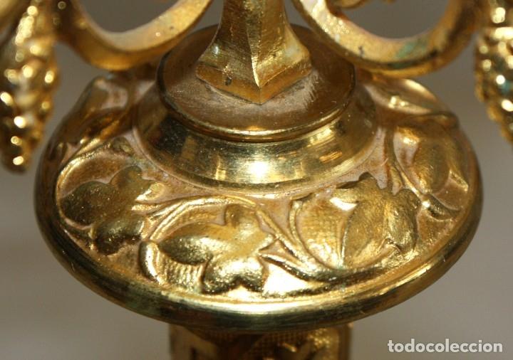 Antigüedades: PAREJA DE CANDELABROS NEOGOTICOS DE 4 LUCES REALIZADOS EN BRONCE CON BONITAS DECORACIONES - Foto 6 - 178561270