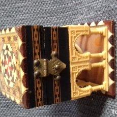 Antigüedades: CAJA JOYERO DEL PATIO DE LEONES GRANADA CON DEFECTO. Lote 178562166