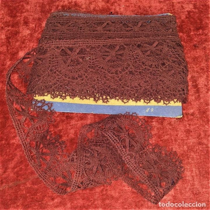 Antigüedades: BANDA DE ENCAJE DE BOLILLOS. 12 METROS. ESPAÑA. CIRCA 1950 - Foto 10 - 178565373