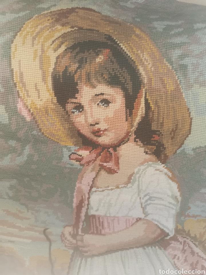 PRECIOSO CUADRO DE PUNTO DE CRUZ. AÑOS 50-60 (Antigüedades - Hogar y Decoración - Tapices Antiguos)