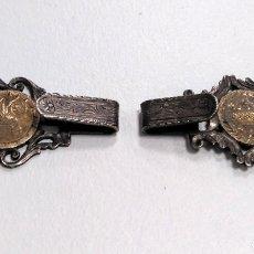 Antigüedades: HEBILLA SIGLO XIX EN PLATA. DOS ENGANCHES. INDUMENTARIA TRADICIONAL. Lote 178575913