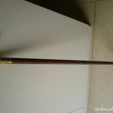 Antigüedades: ANTIGUO BASTÓN DE MADERA CON MANGO DE BRONCE LABRADO. Lote 178597412