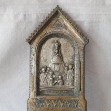 Antigüedades: ANTIGUA BENDITERA DE LATÓN NTRA. SRA. DE MONTSERRAT.. Lote 178612947
