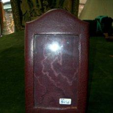 Antigüedades: MARCO EN PIEL PARA FOTO 8X12,50CM. Lote 178648732