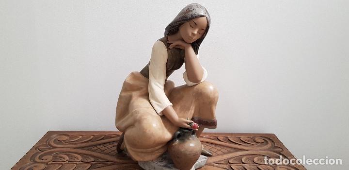 Antigüedades: PORCELANA FINA DE LLADRO ...CANTARERA CLASICA - Foto 2 - 178682095
