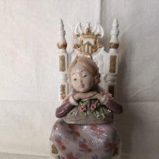 Antigüedades: FIGURA DE PORCELANA DE LLADRO, NIÑA VALENCIANA SENTADA EN UN TRONO.. Lote 178684712