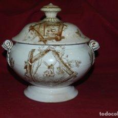 Antigüedades: (M) SOPERA ANTIGUA DE PORCELANA, ESCENA CAMPO20X22 CM, SEÑALES DE USO NORMALES. Lote 178712113