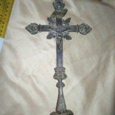 Antigüedades: ANTIGUA CRUZ SOBREMESA MESA DE ALTAR IGLESIA PLATEADA . CRISTO CRUCIFICADO 37 X 17 CM. Lote 178729400
