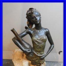 Antigüedades: FIGURA DE RESINA Y PIEDRA FIRMADA L M LAFUENTE. Lote 178732408
