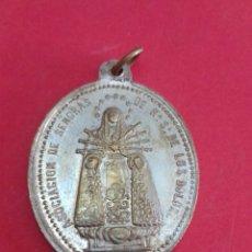 Antigüedades: ANTIGUA MEDALLA DE NTRA. SRA. DE LOS DOLORES Y EL CRISTO SALVADOR. LATON PLATEADO. 2,9 X 3,8 CM.. Lote 178753312