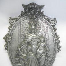 Antigüedades: ANTIGUA BENDITERA DE GRAN TAMAÑO DE ESTAÑO Y PILA DE CRISTAL CON LA IMAGEN DE LA VIRGEN DEL CARMEN, . Lote 178754038