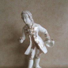 Antigüedades: FIGURA PORCELANA JOSEP PUJOL MUNTANER TORREDEMBARRA 1893 31 CM X 15 CM MANUFACTURA TAMARIT BISCUIT. Lote 29582620