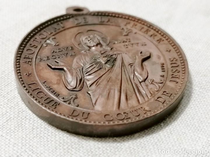 Antigüedades: Antigua medalla religiosa de corazon de jesus en cobre. - Foto 3 - 178777553