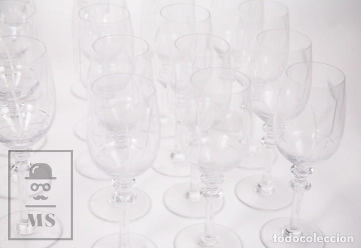 Antigüedades: Conjunto de Cristal de Bohemia con 38 Piezas / Copas - Cristalería Tallada - Marca Grabada al Ácido - Foto 4 - 178783517