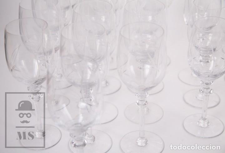Antigüedades: Conjunto de Cristal de Bohemia con 38 Piezas / Copas - Cristalería Tallada - Marca Grabada al Ácido - Foto 6 - 178783517