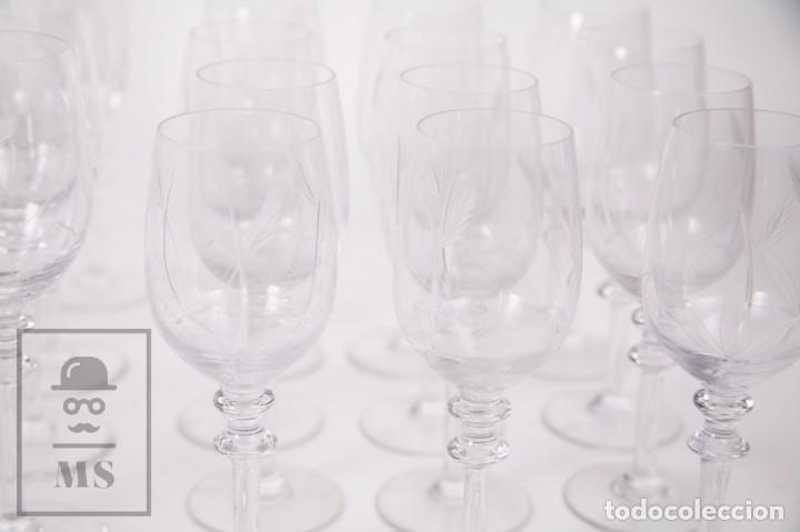 Antigüedades: Conjunto de Cristal de Bohemia con 38 Piezas / Copas - Cristalería Tallada - Marca Grabada al Ácido - Foto 7 - 178783517