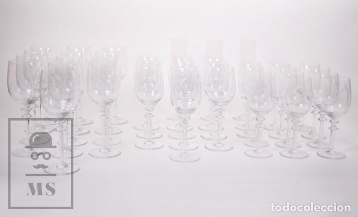Antigüedades: Conjunto de Cristal de Bohemia con 38 Piezas / Copas - Cristalería Tallada - Marca Grabada al Ácido - Foto 23 - 178783517