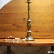 Antigüedades: ANTIGUA LAMPARA PIE DE LAMPARA DE LATON. Lote 178784938