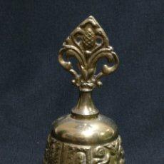 Antigüedades: CAMPANA CAMPANILLA LLAMADOR DE BRONCE / LATON. Lote 178789110