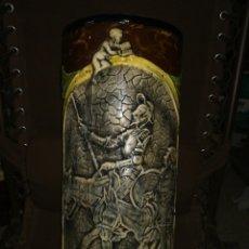 Antigüedades: BONITO PARAGUERO CERÁMICA DON QUIJOTE Y SANCHO EN RELIEVE. Lote 178794270