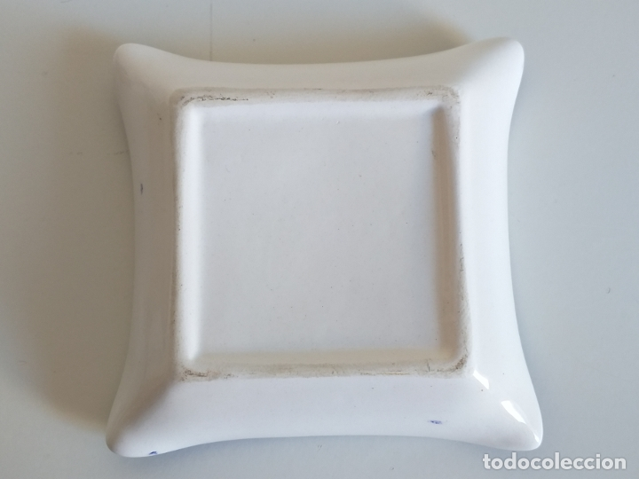 Antigüedades: Pequeño plato decorativo. Cerámica. Pintura decorativa de flores - Foto 3 - 178805347